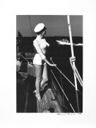 Helmut NEWTON (1920-2004) WINNIE ON DECK, OFF THE COAST OF CANNES – 1975 Tirage argentique d'époque