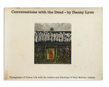 Danny LYON Né en 1942 CONVERSATIONS WITH THE DEAD Photographs of Prison Life with the Letters and Drawings of Billy McCune