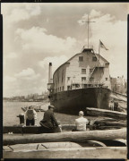 Berenice ABBOTT 1898-1991 Changing New-York, USS Illinois and Wharf: Armory for Naval Reserves, West 135th Street Pier - 1937 Épreuv...