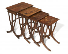 Emile GALLE (1846 - 1904) Suite de quatre tables gigognes