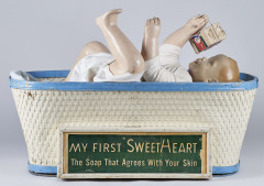 MY FIRST SWEET HEART The soap that agrees with your skin. Présentoir automate électrique de vitrine en bois et papier mâché pein...