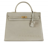 HERMÈS  Sac KELLY 35 Box blanc cassé Garniture métal plaqué or En l'état, importantes salissures  KELLY 35 bag Off w...