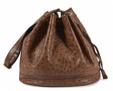 HERMÈS  Sac MARKET Autruche marron (Struthio camelus) NR Garniture métal plaqué or  MARKET bag Brown ostrich Gilt me...