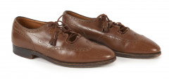 HERMÈS; JOHN LOBB  Trois paires de chaussures Cuirs divers Pointure : 40,5  Three pairs of shoes Various leathers Si...