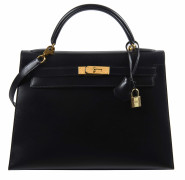 HERMÈS 1998  Sac KELLY Sellier 32 Box noir Garniture métal plaqué or  KELLY Sellier 32 bag Black box calfskin leathe...