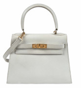 HERMÈS 1988  Sac KELLY Sellier 20 Veau Swift blanc Garniture métal plaqué or  KELLY Sellier 20 bag White Swift calfs...