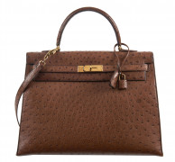 HERMÈS 1990  Sac KELLY Sellier 35 Autruche marron (Struthio camelus) NR Garniture métal plaqué or  KELLY Sellier 35 ba...