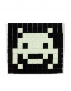 ¤ INVADER Né en 1969 Kit d'invasion IK.15: Glow in the space - 2013 Carreaux de mosaïque montés sur aggloméré