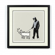 BANKSY (Anglais - Né en 1974) Choose you weapon (Queue Jumping Grey) - 2010 Sérigraphie en couleurs