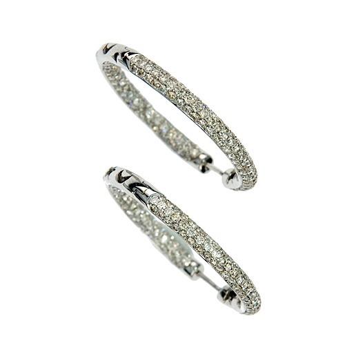 d89770ea7accb Paire de créoles en or gris pavées de diamants. Poids brut   10 g A