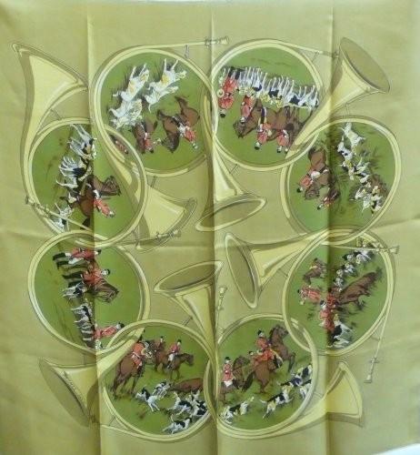 1caf1700a5 HERMES Paris Carré en soie imprimée à décor d'un équipage et de sa meute ...