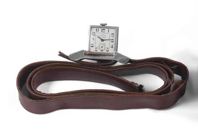 7d33f6f2c0a HERMES TAVANNES Montre ceinture n°0125968 vers 1930. Rare et belle boucle de