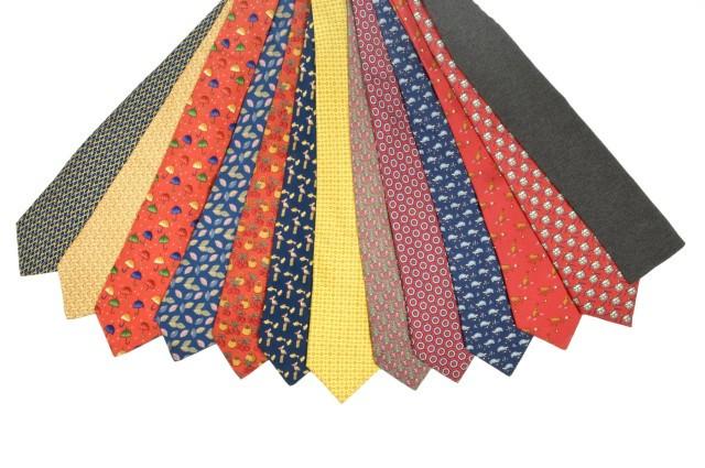 93fab9fcae9f HERMES Paris made in france Lot de 13 cravates en soie imprimée.