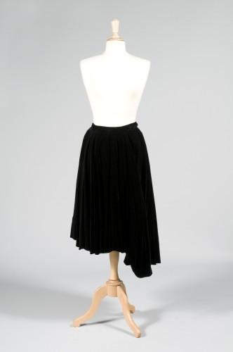 Alice BARET (Couture) JUPE froncée en velours de soie noire à longueur  asymétrique sur f4a71068b478