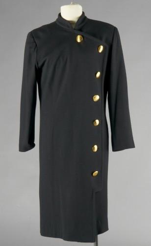 dc1d23663d9ab GIVENCHY Couture ROBE-MANTEAU en jersey de laine noire, petit col officier  sur boutonnage