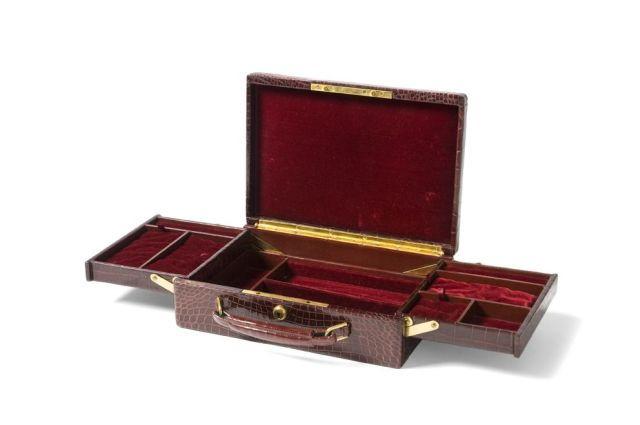 492dc866ac9 ... HERMES Paris 24 Fg Saint Honoré Belle et rare mallette à bijoux en  crocodile rouge Hermès
