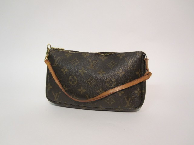 "d34b9dd1a7d Fashion ""Chanel - Vuitton"" | Sale n°2005 | Lot n°91 | Artcurial"