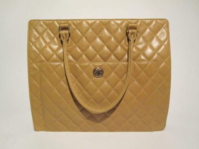 e28636cb43b2 Mode « Chanel - Vuitton »   Vente n°2005   Lot n°24   Artcurial