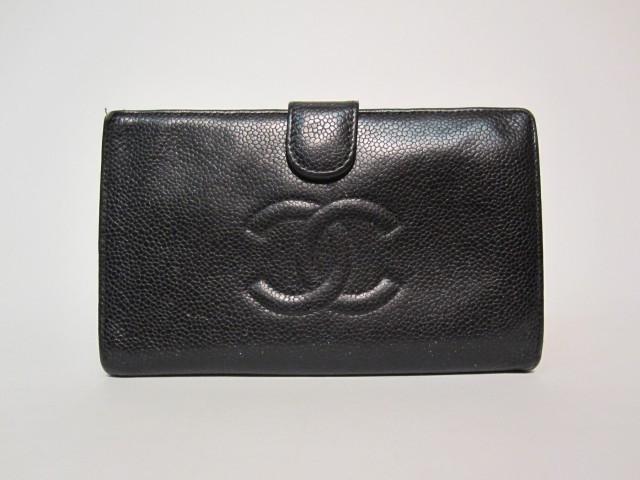 335893f66d1b CHANEL Portefeuille en caviar noir, intérieur composé d un porte-carte et  porte