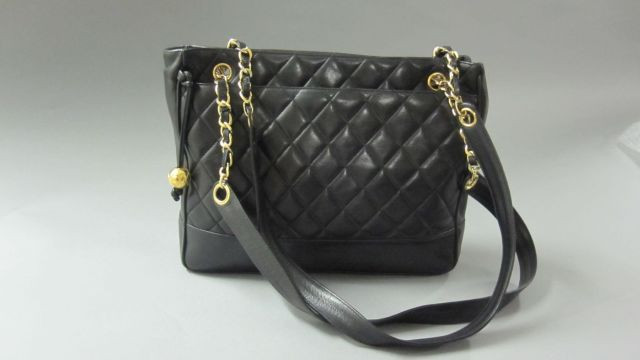 Fashion « Chanel-Vuitton »   Sale n°2045   Lot n°7   Artcurial 3c5d3f1a506