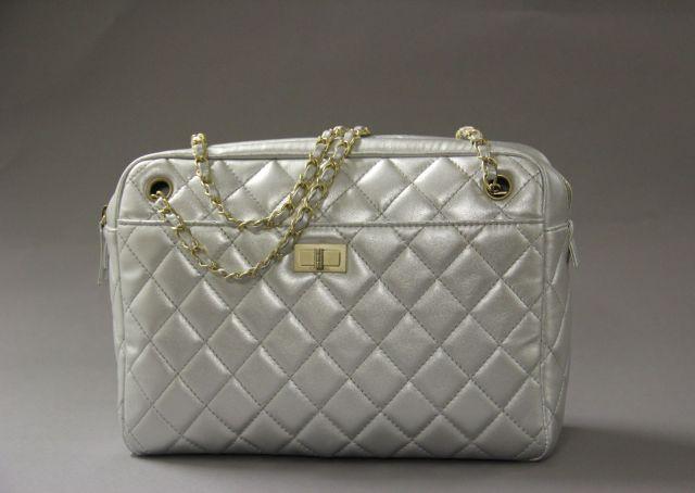 Fashion « Chanel-Vuitton »   Sale n°2045   Lot n°76   Artcurial caad9de37bfe