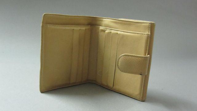 eb336ef76505 Wallet  CHANEL Portefeuille cartes et billets en caviar beige. Etat  d usage. Wallet