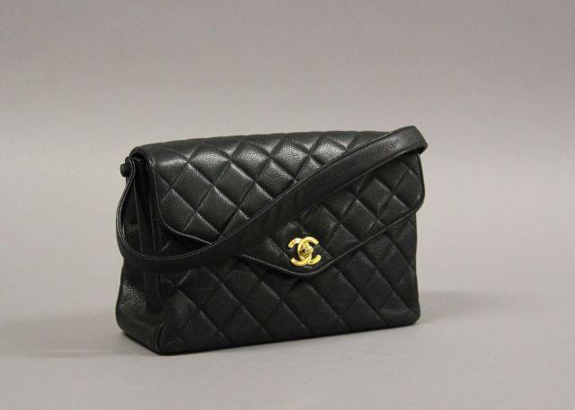 bd3d112c7230 CHANEL Sac type 2.55 Mademoiselle porté main en caviar matelassé noir avec  fermoir siglé en métal