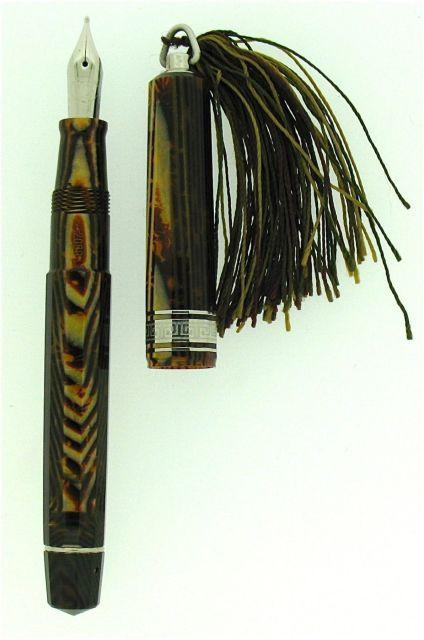3d277c3c789 OMAS Stylo plume Princesse en celluloïd brun arco