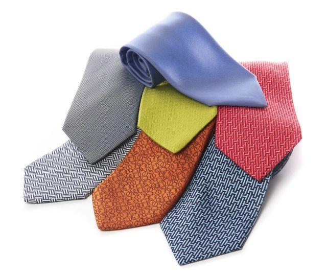 HERMES Paris made in france Lot comprenant 7 cravates en soie imprimée. d94ec0c6a5a