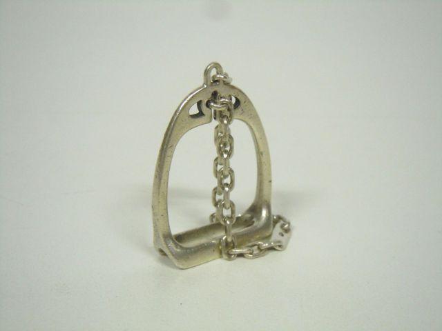 a6804377a7 HERMES Paris made in france Porte-clefs en argent figurant un étrier sur  chaînette.