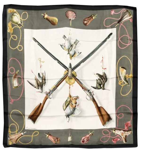 051117aa2346 HERMES Paris Carré en soie imprimée, à décor de gibiers et de fusils de  chasse
