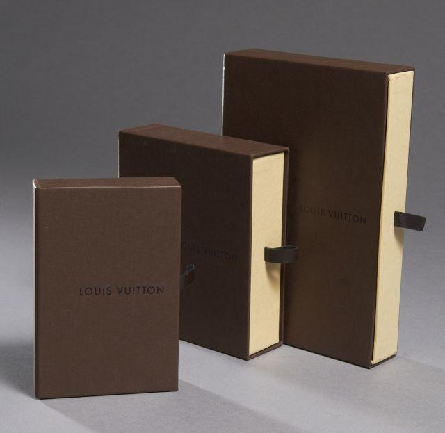 950f7a78ec40 Louis VUITTON Lot de boîtes (vides)
