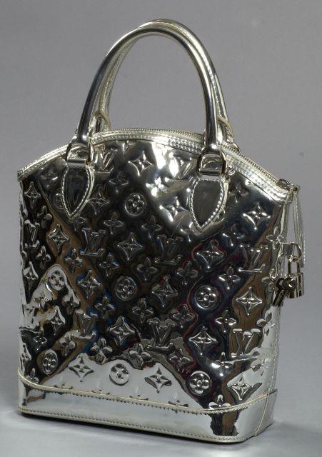 Louis VUITTON beau Lockit en miroir argent, pochette intérieure, cadenas et...