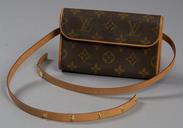Louis VUITTON Pochette Twin en toile Monogram et cuir naturel, ceinture à...