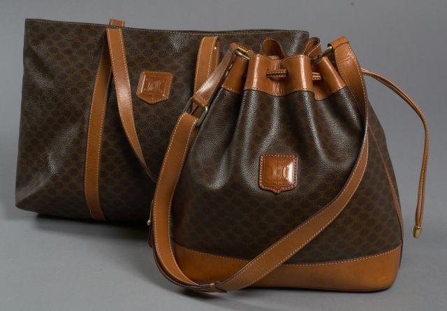 95a1e65e1636 CELINE Sac d épaule en toile Monogram et cuir marron. Anse bandoulière  ajustable.