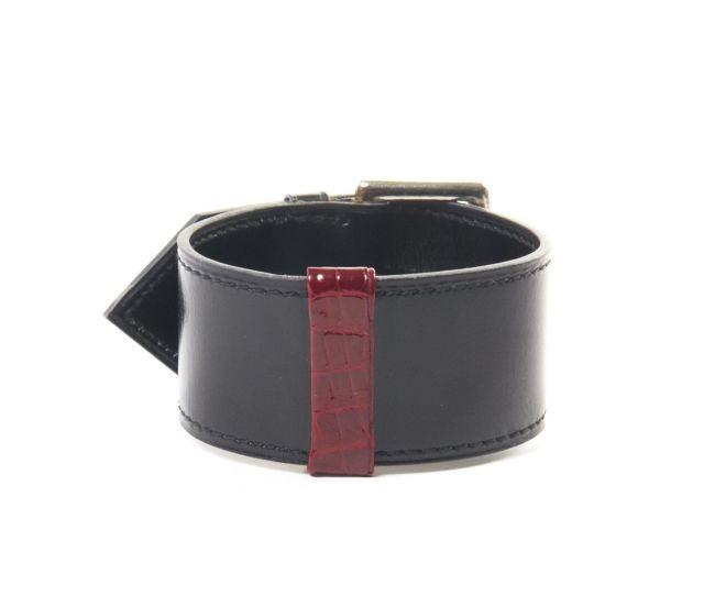 fcb78aaf77db HERMES Paris Bracelet pièce unique en box noir et petite application autour  de crocodile rouge vif