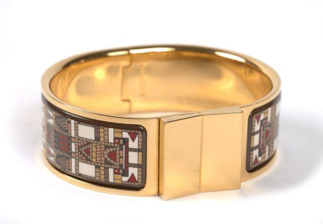 9ad99ac44c97 HERMES Paris made in france Bracelet jonc fermé en métal plaqué or et  application d