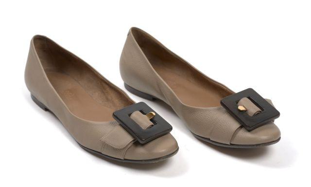 HERMES Paris made in italy Paire de chaussures pour femme, en veau grainé  beige et c80c5159f2d