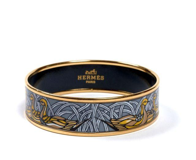 HERMES Paris made in austria Bracelet large en émail et métal plaqué or, à  décor 9bd1bf16a70