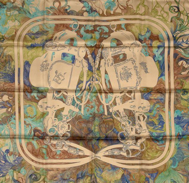 b59de1f610e HERMES Paris made in france Beau carré en soie imprimée