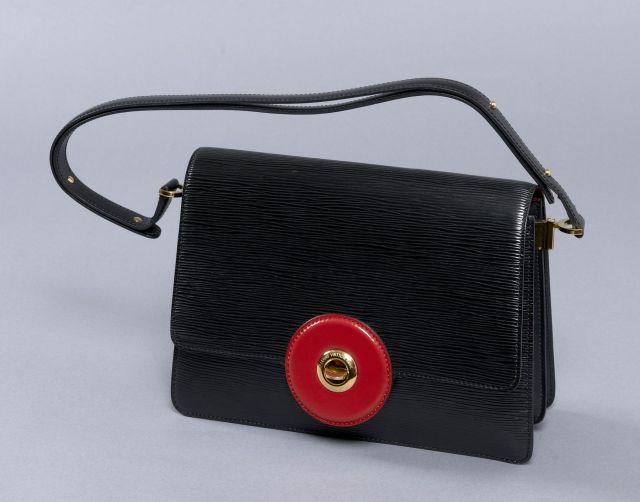 Louis VUITTON, Sac en cuir épi noir, grand fermoir rond pivotant en cuir  rouge 93c3360d869