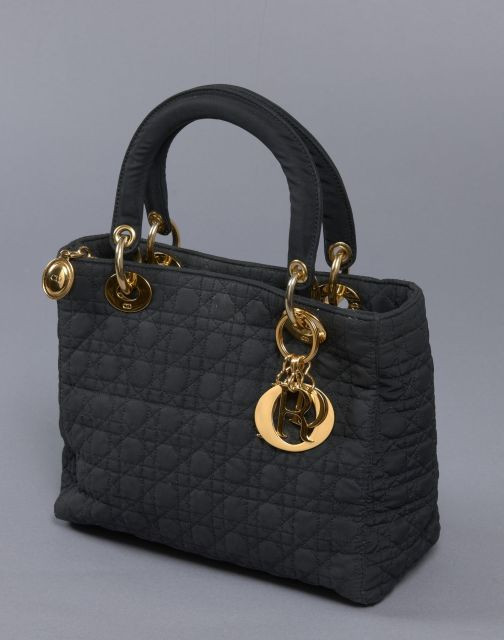 Chanel - Louis Vuitton   Vente n°2418   Lot n°16   Artcurial ab810e87728