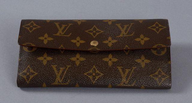Louis VUITTON, Porte-monnaie Sarah en toile monogram, trois compartiments  dont un zippé 6377f8b2a84