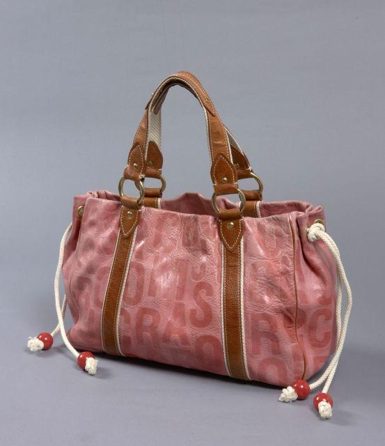 71cc3838dc9a01 Marc JACOBS, Sac à main en cuir rose vieilli et siglé, anses en cuir