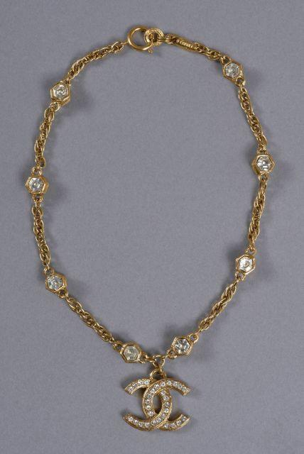 621ff2e95f9f CHANEL, Magnifique tour de cou pouvant former bracelet à double rangs en  métal doré,