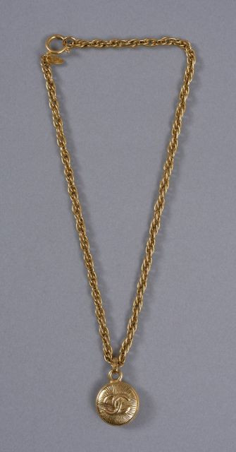 401822f5115 Chanel - Louis Vuitton