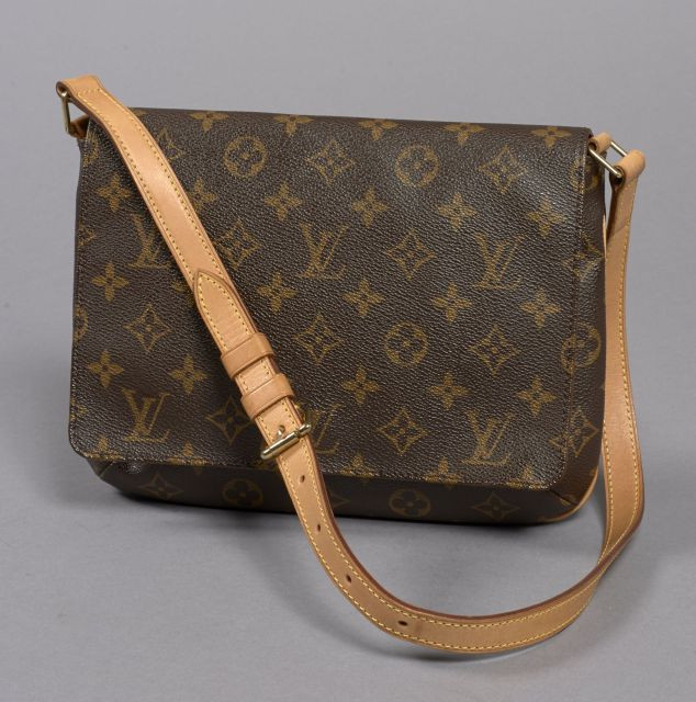 00febe9c9b8 Chanel - Louis Vuitton | Sale n°2507 | Lot n°41 | Artcurial