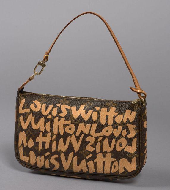 1c9cf412e983 Louis VUITTON, Pochette accessoire Stephen Sprouse Graffiti en toile  monogram orangée à graffiti beiges avec
