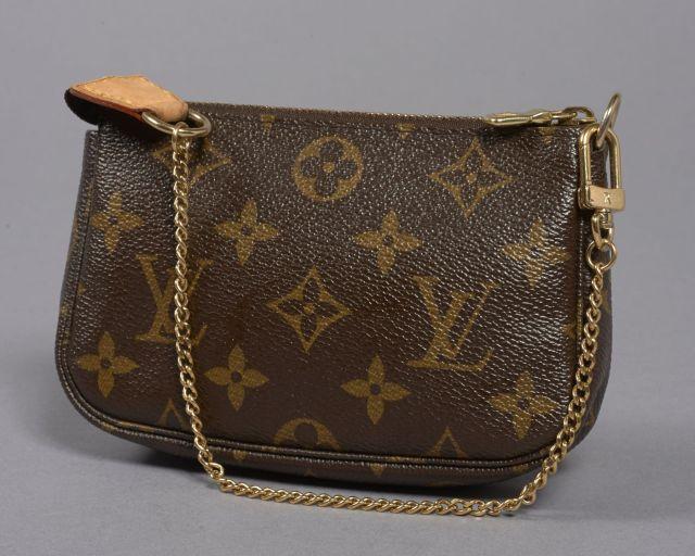 Louis VUITTON, Edition spéciale pochette accessoire Trunks   Bags en toile  monogram et cuir naturel 1a48cd92f3e