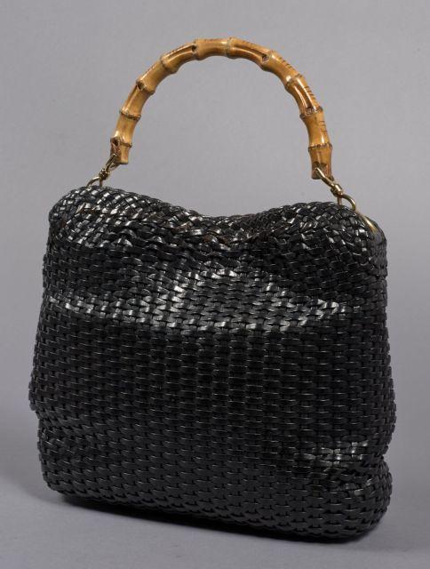 5eed6a9bbbdf GUCCI, Magnifique sac à main entièrement tressé en cuir noir ébène avec  anse en bambou